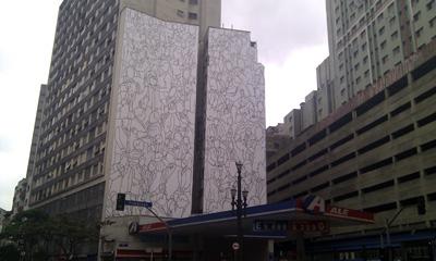 Kunstwerk von Fabiano Gonper auf der Street Biennale in Sao Paulo